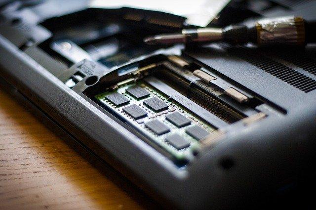 איך להציל מידע ממחשב שלא עובד